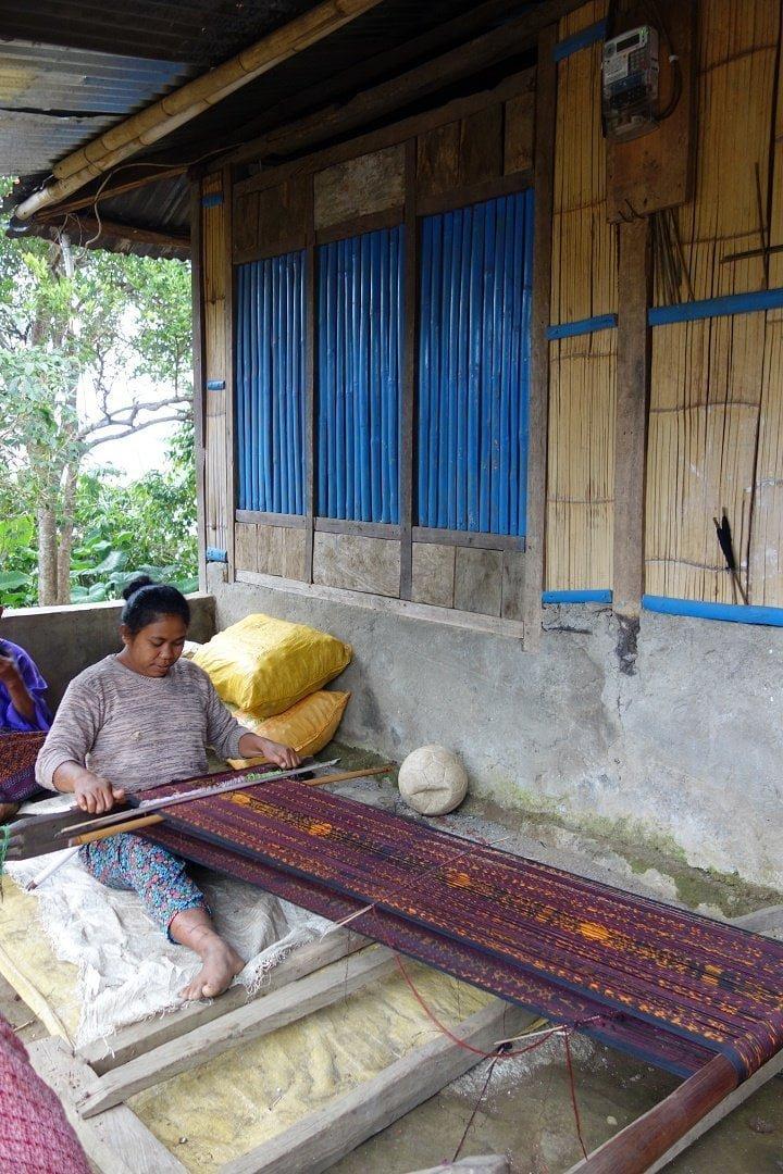 woman weaving ikat, moni, flores, indonesia 1